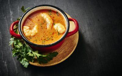 Crevettes au curry rouge